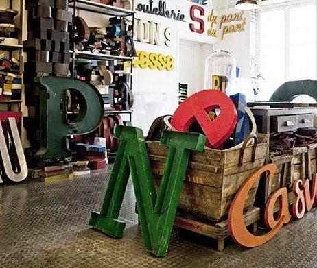Kiedy dzień jest szary… neonowe litery!